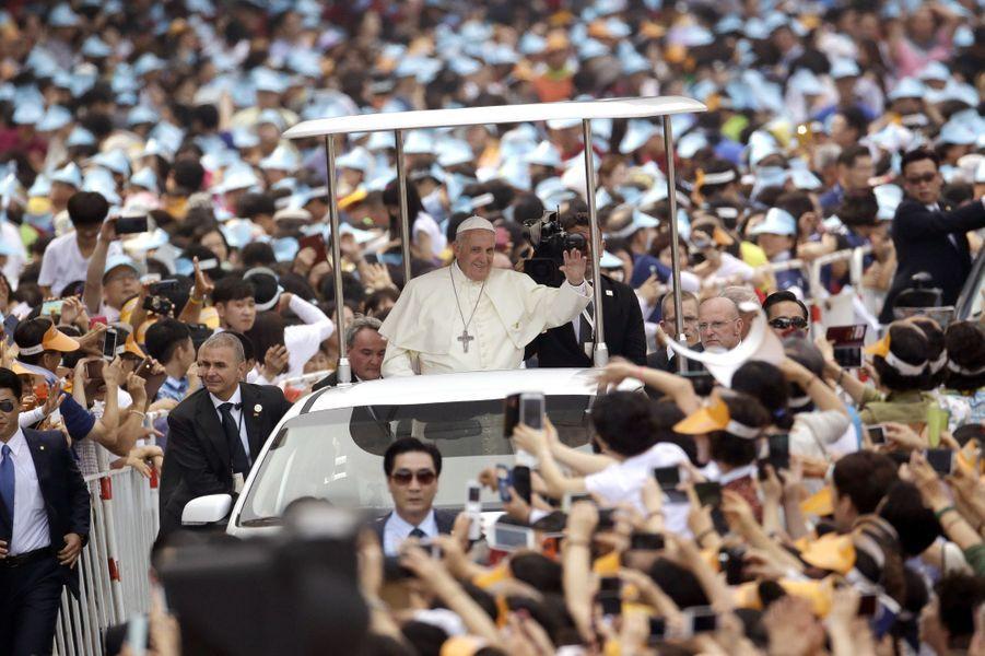 Le pape François, superstar en Corée du Sud