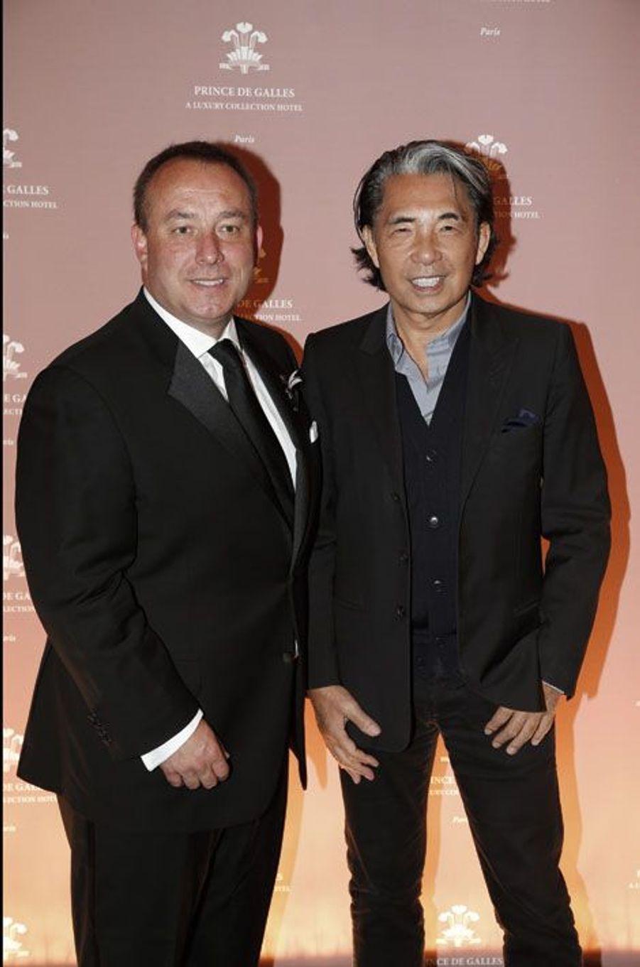 Simon Rusconi, directeur général de l'hôtel, et Kenzo