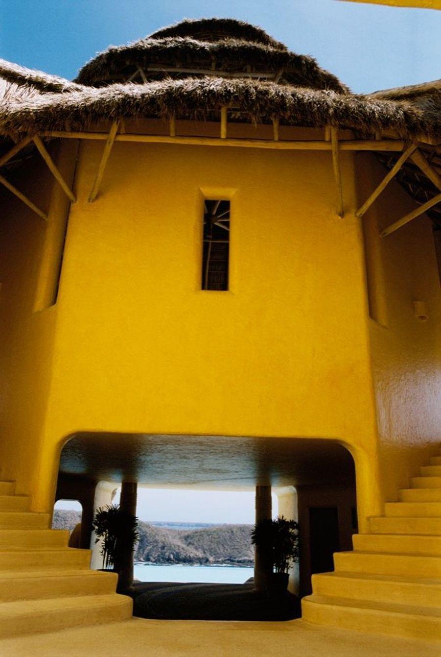 Le château Sol de Oriente aux couleurs du Vatican.