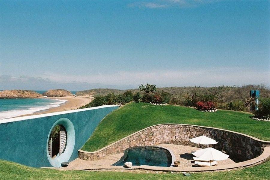 Le jardin de Tigre del Mar et son passage de la piscine à la plage.