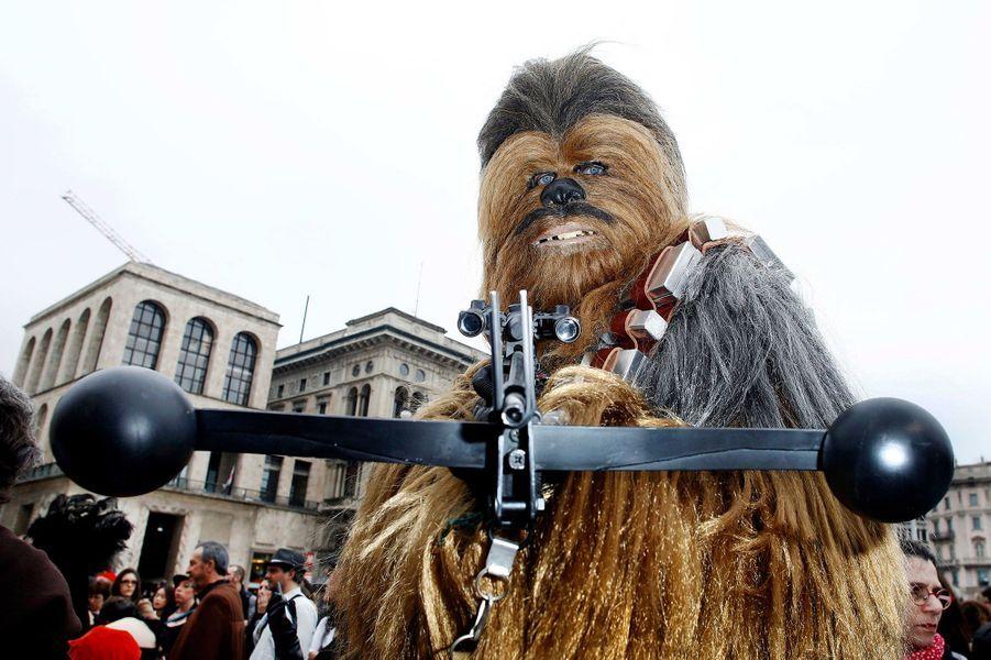 """Le défilé """"Star Wars"""" à Milan (Italie) le 4 mai 2015"""