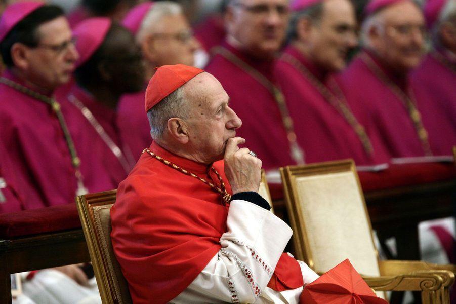 Le cardinal (ici en 2005) est élevé à la dignité de grand'croix.