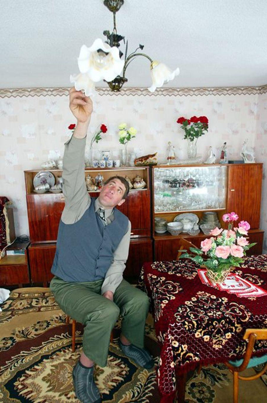 Assis, Leonid Stadnyk pouvait changer les ampoules de son salon