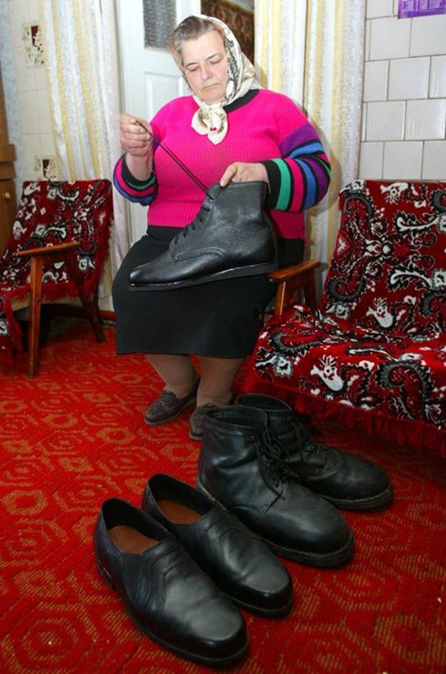 Olena Stadnyk et les chaussures de son fils