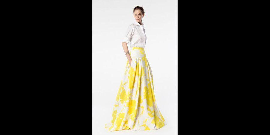 L'été, il est également possible d'associer une chemise blanche avec une jupe longue colorée pour un résultat résolument tendance. (voir l'épingle)Suivez nous sur Pinterest!
