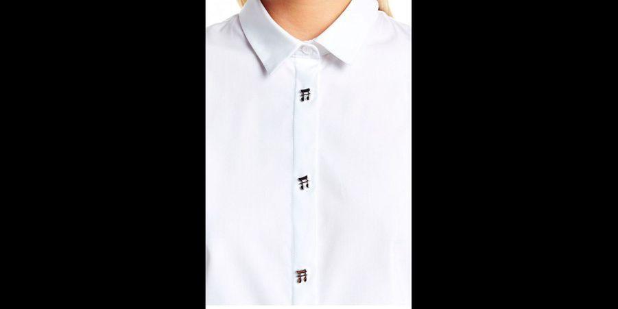 Une chemise blanche qui ne manque pas de peps! (voir l'épingle)Suivez nous sur Pinterest!