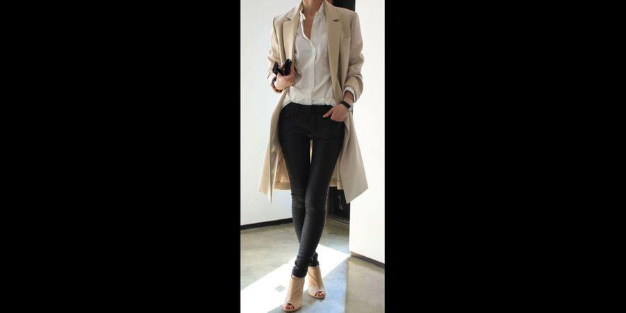 Un ensemble parfait pour aller travailler : trench-coat et chemise blanche associés avec une paire d'escarpins. (voir l'épingle)Suivez nous sur Pinterest!