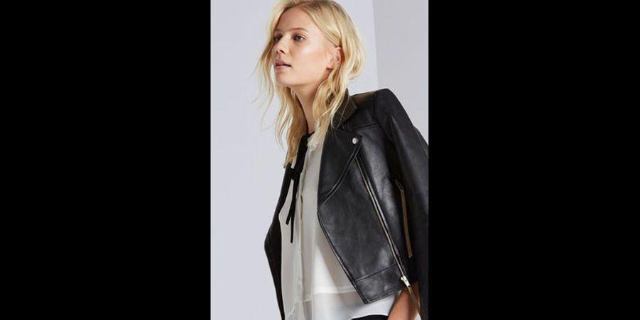 Simple et très efficace : perfecto en cuir noir avec une chemise blanche à nœud noir. (voir l'épingle)Suivez nous sur Pinterest!