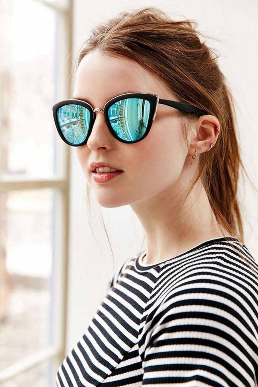 Son imposante monture se marie parfaitement avec ses verres miroir bleutés. (voir l'épingle)Suivez nous sur Pinterest!