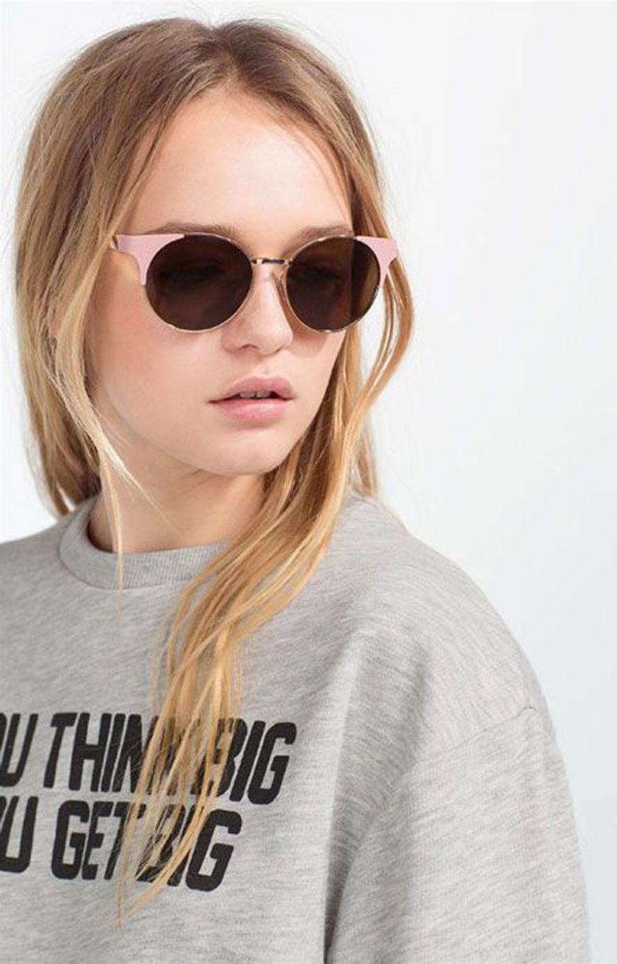 Très jolie paire de lunettes de soleil rose quartz, couleur phare de l'année 2016. (voir l'épingle)Suivez nous sur Pinterest!