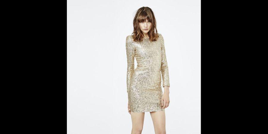 Une robe à sequins dorés très sexy. (voir l'épingle)Suivez nous sur Pinterest!