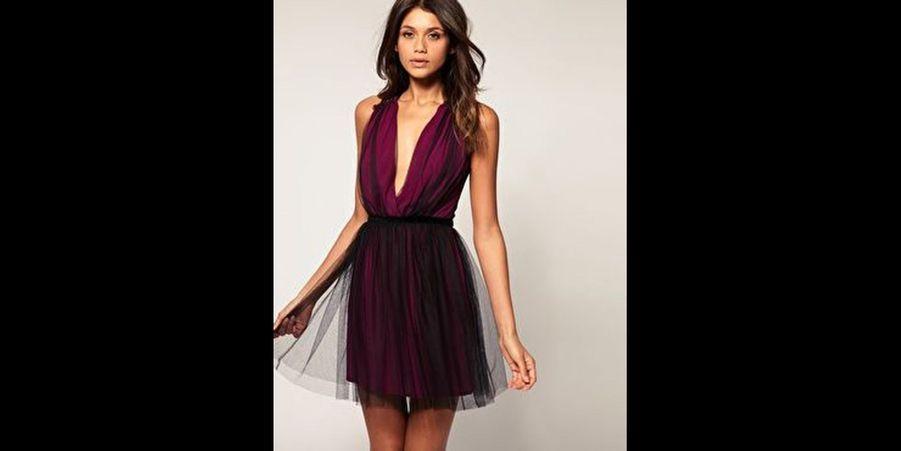 Une robe originale au décolleté plongeant. (voir l'épingle)Suivez nous sur Pinterest!