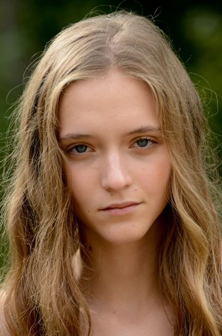 Louise, 17 ans, 1m74, originaire de Calais