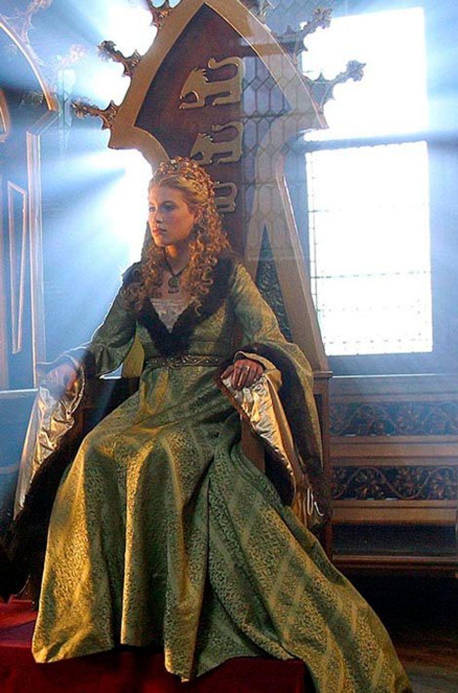 """En 2005, elle est Philippine de Hainaut, reine d'Angleterre, dans la série de France 2, """"Les rois maudits""""."""