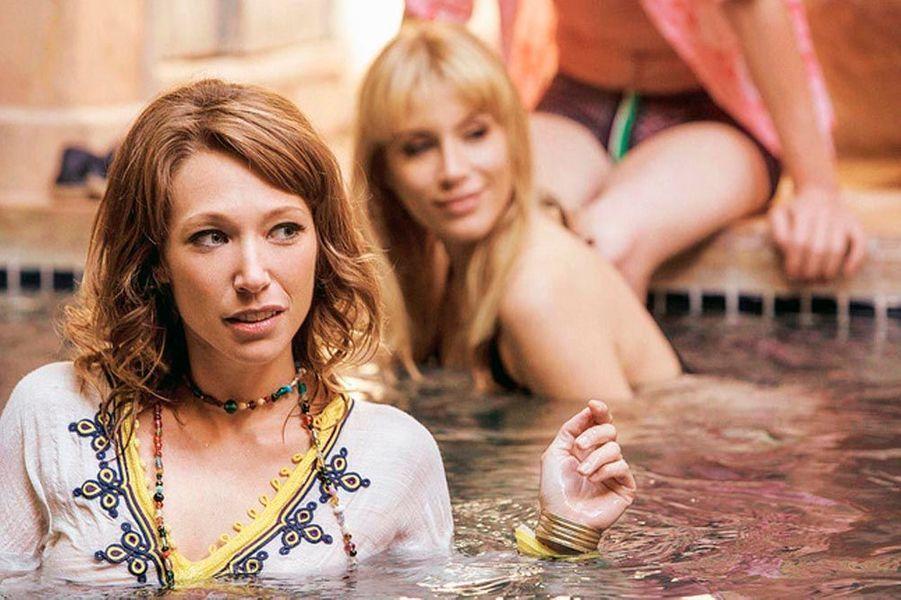 Derrière Laura Smet, Marie de Villepin dans « Yves Saint Laurent », de Jalil Lespert : elle incarne Betty Catroux, la muse du couturier.