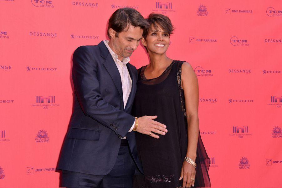 """Riche année pour le couple franco-américain: ils se sont dit """"oui"""" en juillet dernier, avant d'accueillir leur fils Maceo en octobre."""