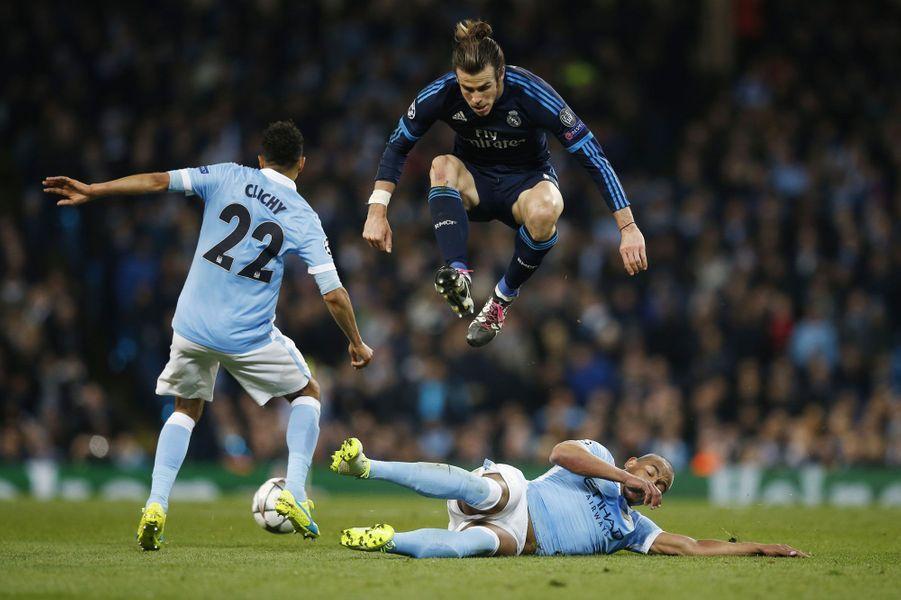 Gareth Bale (Real Madrid) tente de venir à bout deFernando et Gael Clichy (Manchester City)