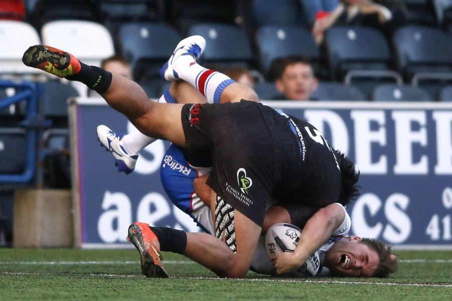 Ashley Gibson (Wakefield) a été blessé après cette attaquede Patrick Ah Van (Widnes Vikings).