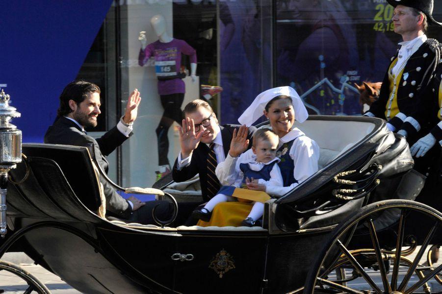 Le prince Carl Philip, le prince Daniel, la princesse Victoria et la princesse Estelle