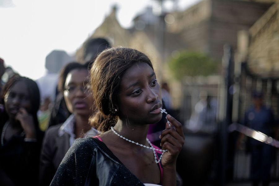 13 décembre 2013, Pretoria, Afrique du SudUne jeune femme pendant les obsèques de Nelson Mandela.