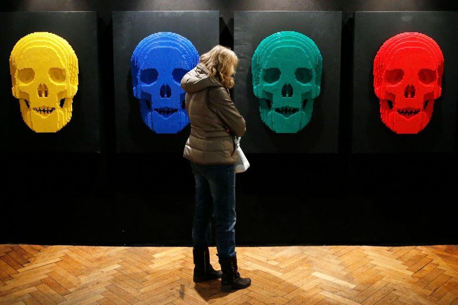 """Crânes"" - composés de 12 444 Lego"