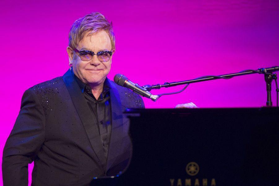 21- Elton John 45 millions de dollars