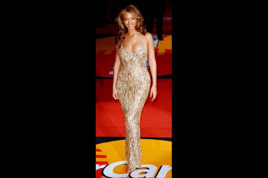 En Roberto Cavalli aux Brit Awards 2004