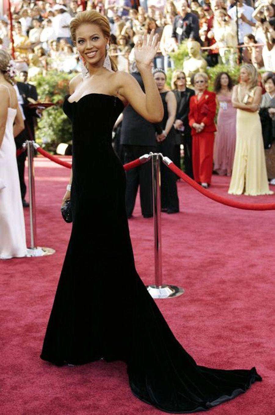 En Versace vintage aux Oscars 2005