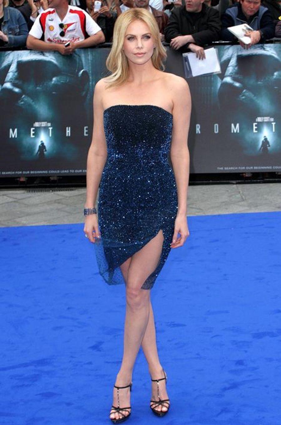 """En Dior Couture à la première londonienne de """"Prometheus"""", en mai 2012"""