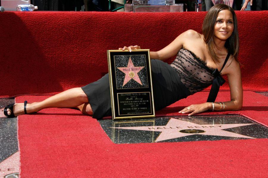En Dolce & Gabbana pour inaugurer son étoile sur Hollywood Boulevard (avril 2007)