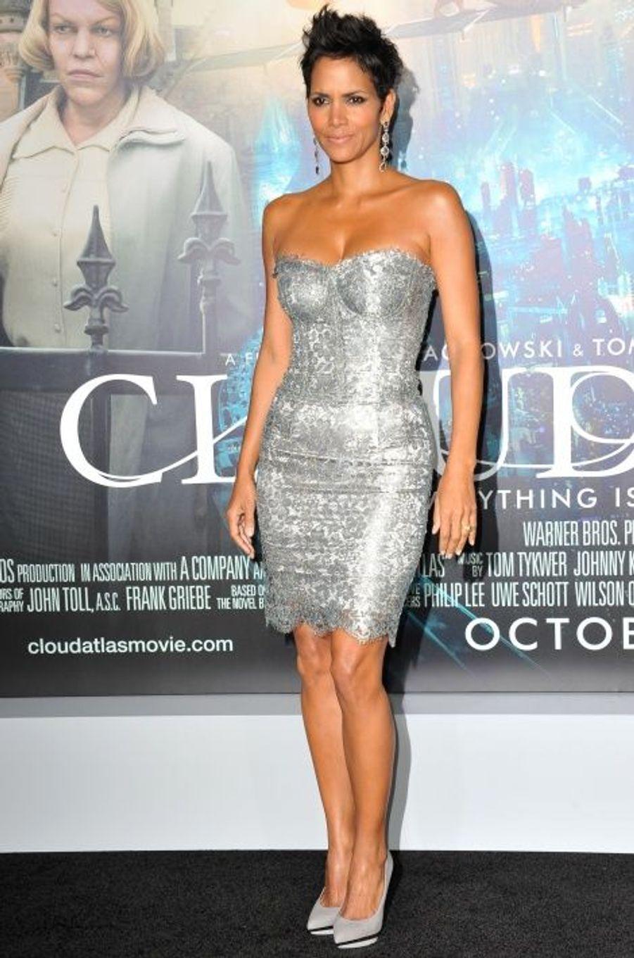 """En Dolce & Gabbana pour la première de """"Cloud Atlas"""" (octobre 2012)"""