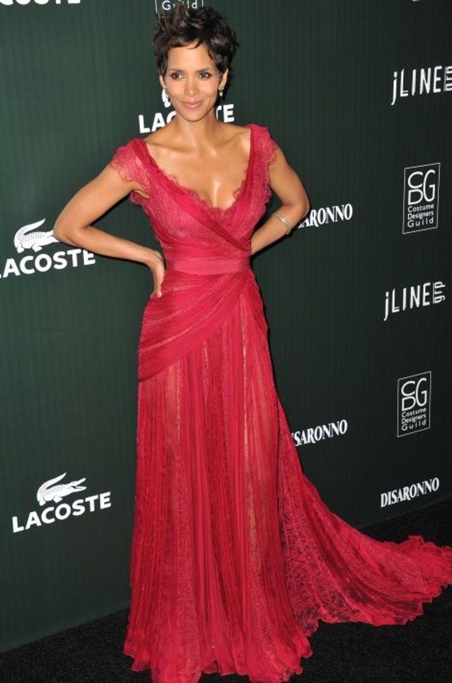 En Elie Saab Haute Couture aux Costume Designers Guild Awards (février 2011)