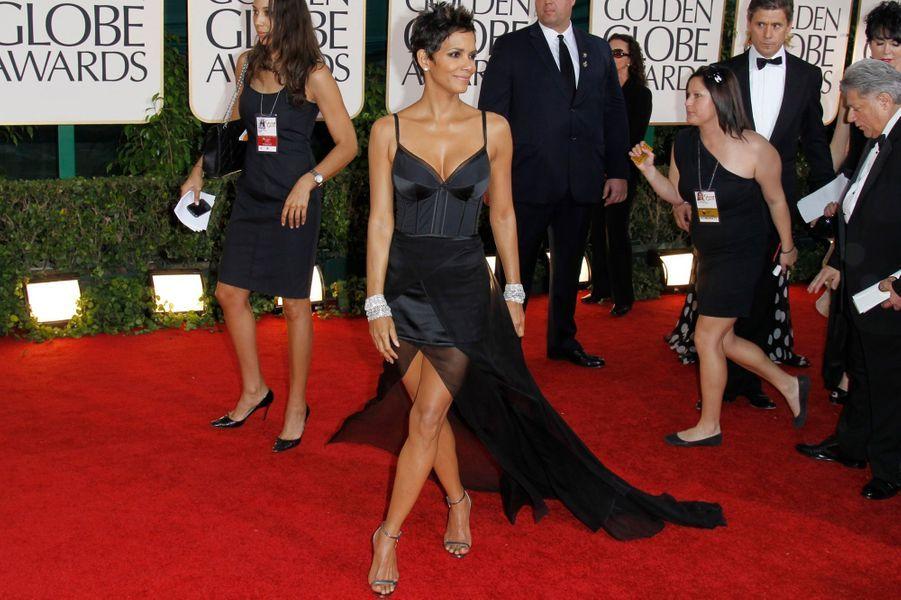 En Nina Ricci aux Golden Globes 2011