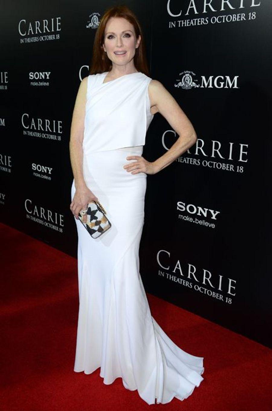 """En Givenchy à la première hollywoodienne de """"Carrie"""", en octobre 2013"""