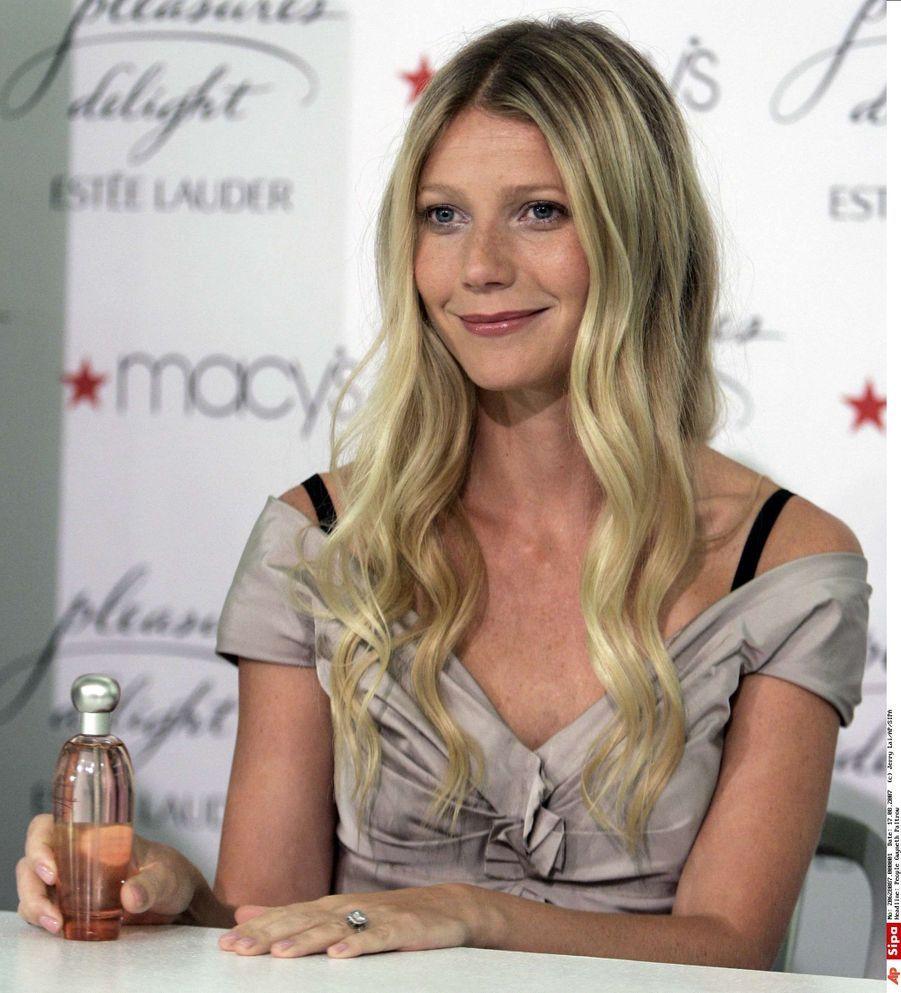 Associée à Estée Lauder, Gwyneth Paltrow a lancé Pleasure by Gwyneth Paltrow en avant-première à Beverly Hills à l'automne 2006. Tous les bénéfices des ventes ont été reversés à la fondation Breast Cancer Research.