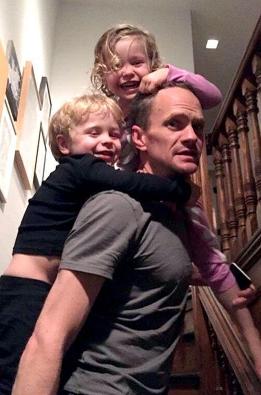 Neil Patrick Harris en a plein le dos de ses jumeaux