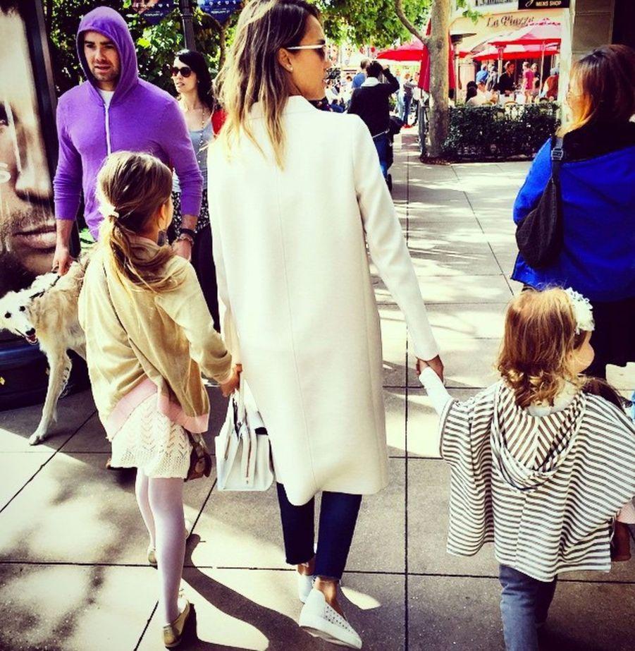Jessica Alba se balade en famille