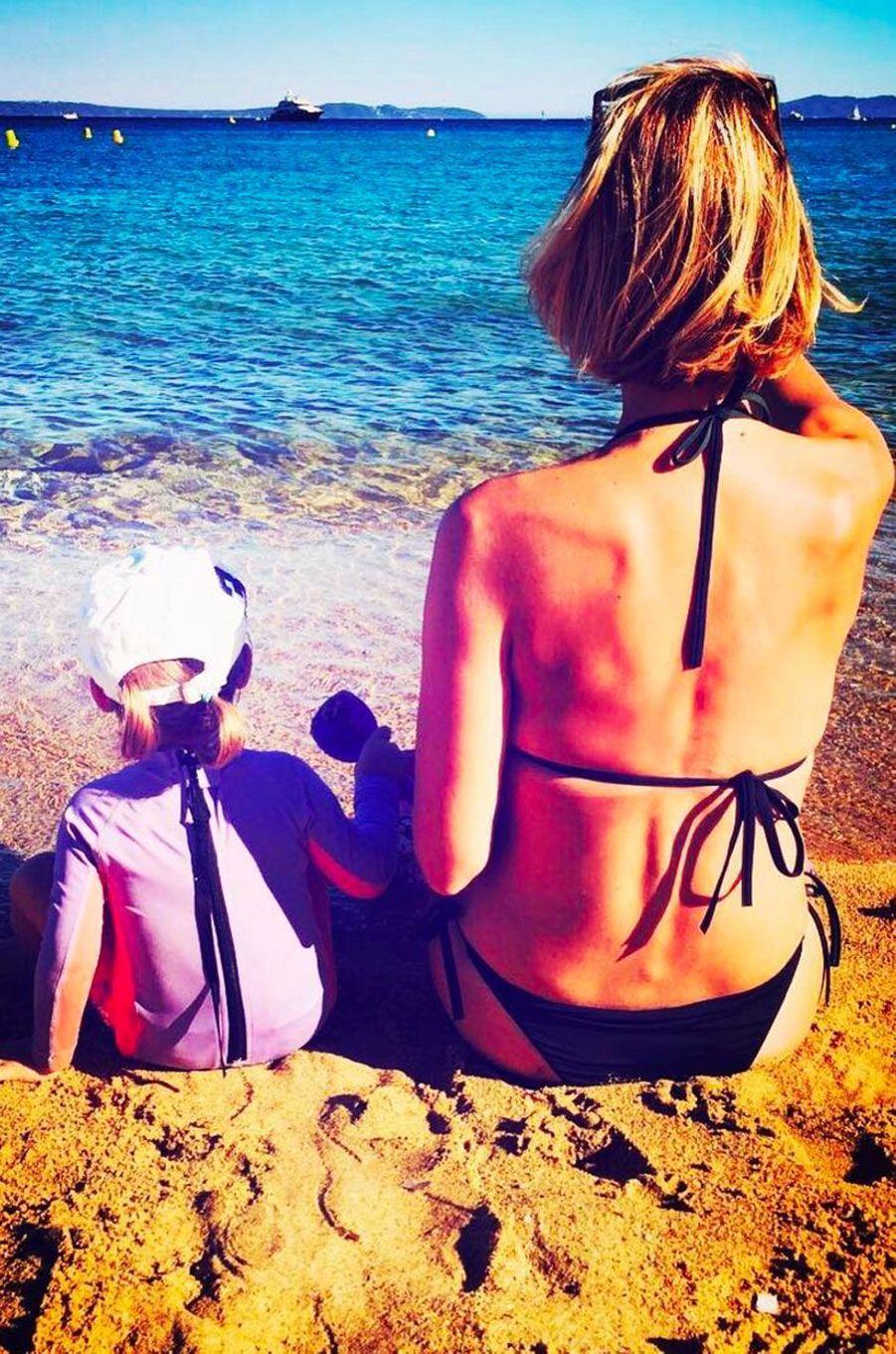 Sylvie Tellier en vacances à la plage
