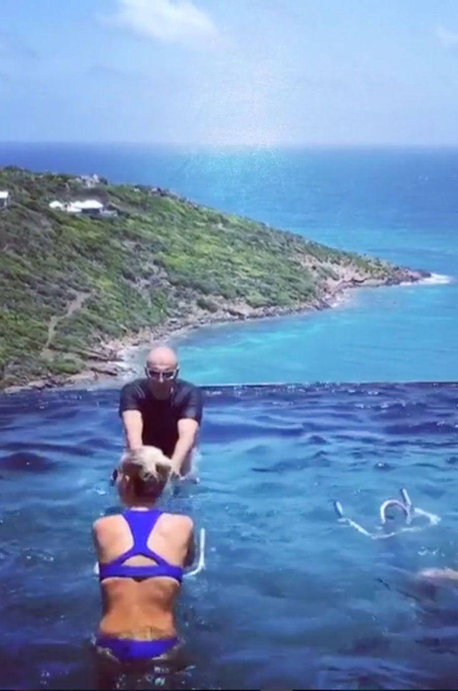 Cours d'Aquabiking pour Laeticia Hallyday