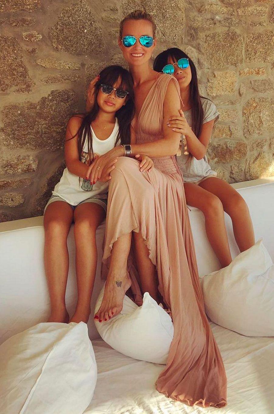 Laeticia Hallyday et ses deux filles