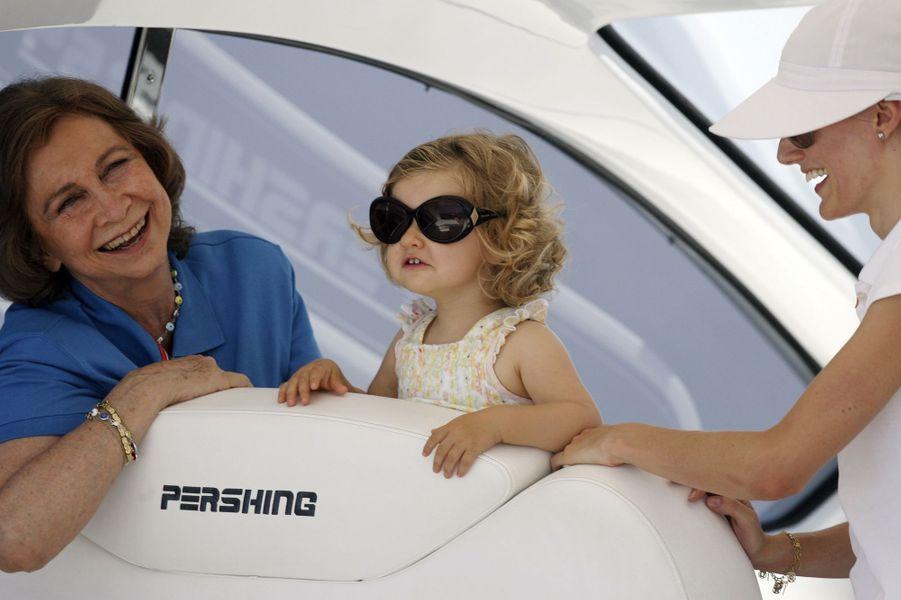 En 2007, Letizia avec sa fille Leonor et la reine Sofia