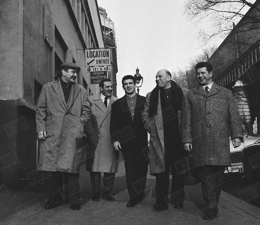 """""""Quand le studio le libère, il retrouve au Palais des Sports ses amis catcheurs"""" - Paris Match n°515, 21 février 1959"""