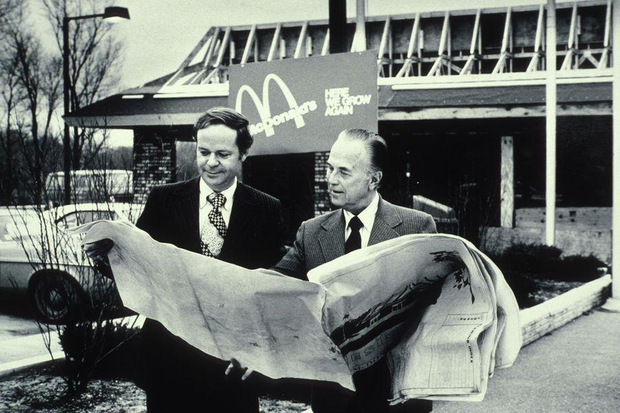 Fred Turner à gauche et Ray Kroc à droite.