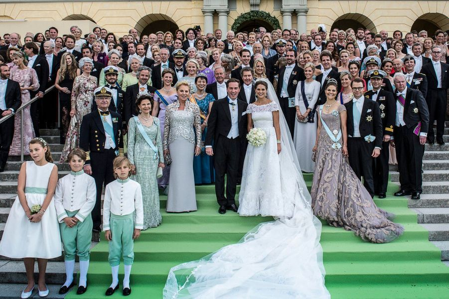 Avec les invités de son mariage avec Christopher O'Neill, en 2013