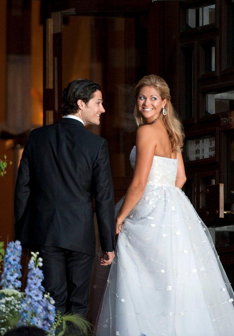 Avec son frère Carl Philip au mariage de leur sœur la princesse Victoria, en 2010