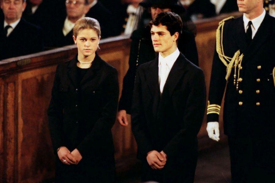 Avec son frère Carl Philip aux obsèques du prince Bertil (l'oncle du roi Carl Gustaf) en 1997