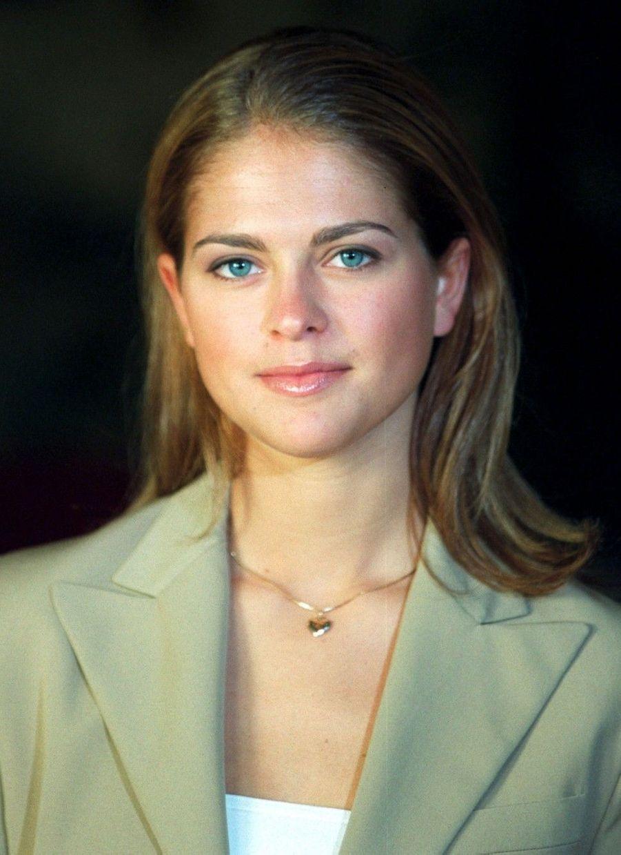 Photo officielle à la veille de ses 18 ans, en 2000