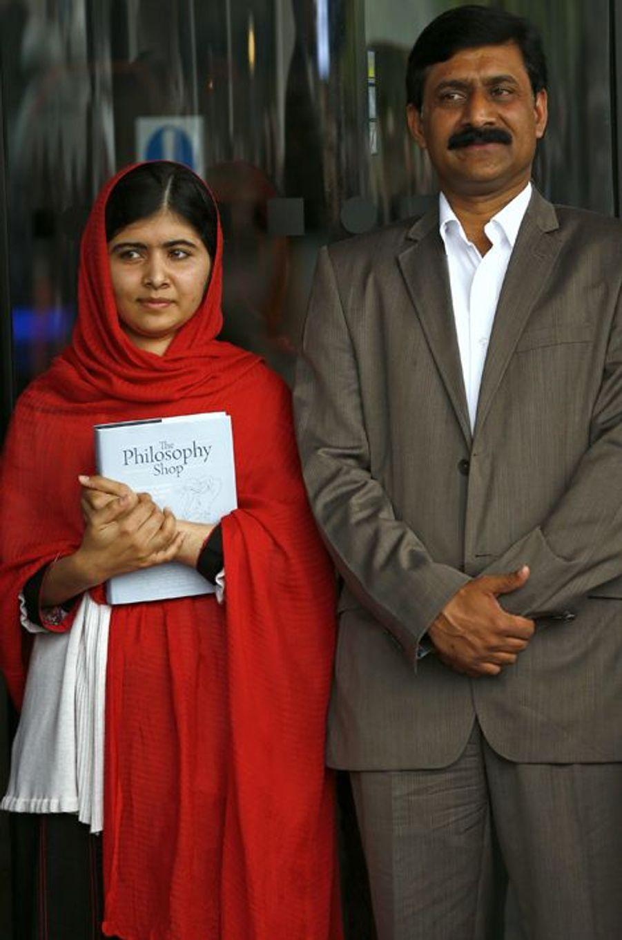 Malala et son père Ziauddin participent à l'inauguration de la bibliothèque de Birmingham, le 3 septembre 2013