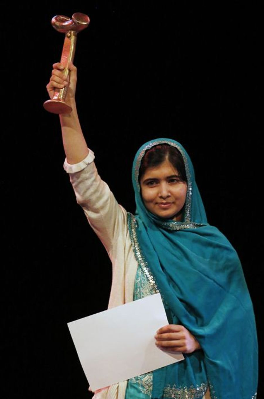 Malala reçoit le prix RAW (Reach All Women) in War Anna Politkovskaya, le 4 octobre 2013