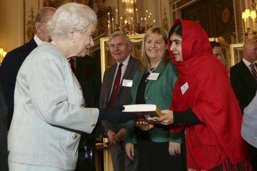 Malala rencontre la reine Elizabeth, le 18 octobre 2013